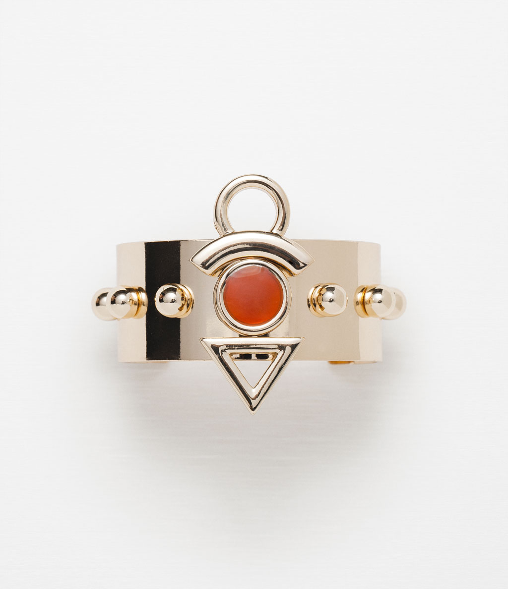 http://www.zara.com/ch/en/woman/accessories/jewellery/adjustable-armband-bracelet-with-geometric-piece-c499007p2853591.html