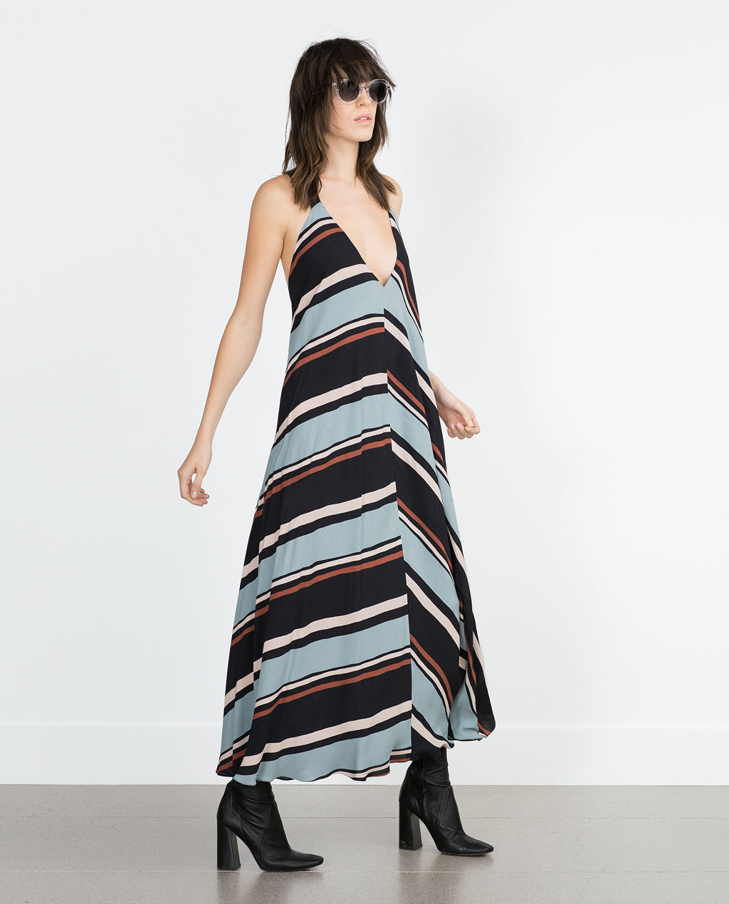 http://www.zara.com/ch/en/woman/dresses/view-all/striped-dress-c733885p2828502.html