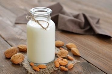 Make almond milk at home from scratch