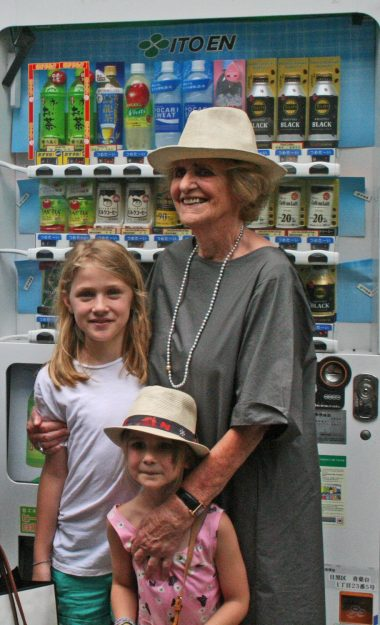 Oma & the girls in Nakameguro in front of the quintessential Tokyo icon - the vending machine!