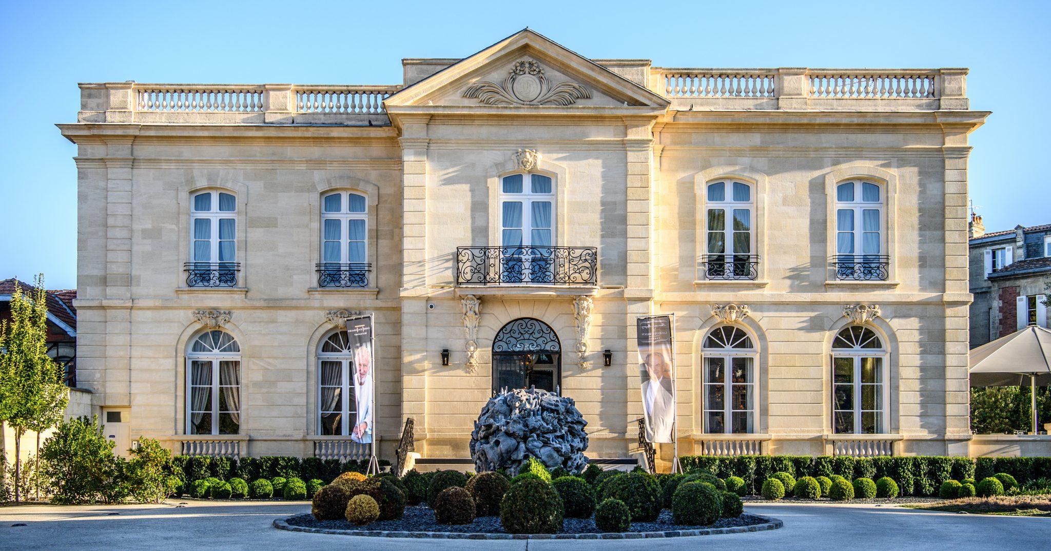 Relais ch teaux series la grande maison de bernard magrez for Maison pierre